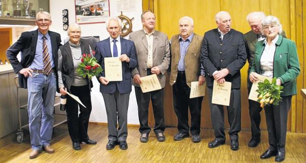 Zu Ehrenmitgliedern ernannte der Reit- und Fahrverein Gerstetten folgende Mitglieder (von rechts nach links): Gertrud Grieb, Eberhard Grieb, Ulrich Gommel, Gerhard Maier, Ulrich Bischoff, Rudolf Lang, Marianne Witzgall und der Vorsitzende Günter Deichsel.
